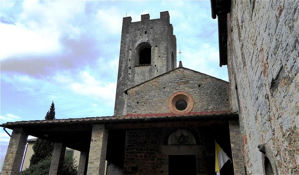 Uralte Mauern - Die Mönche legten Weinberge und Olivenhaine an. Im 15. Jahrhundert, unter dem Schutz Lorenzo de' Medici, erlebt das Kloster seine Blüte