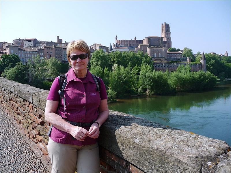 Über dem Fluss Tarn - im Hintergrund die Kathedrale Sainte-Cécile