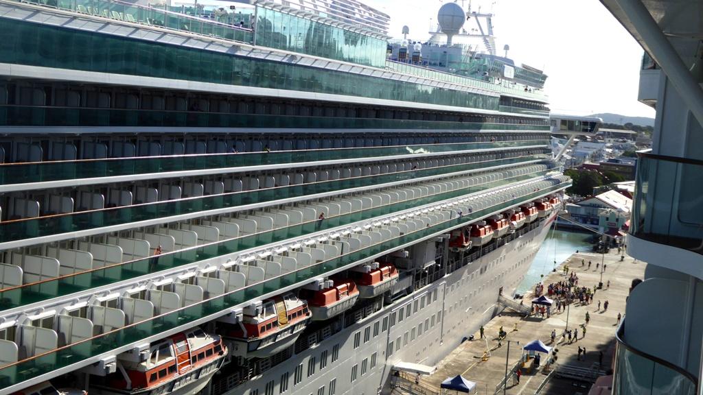 Blick vom Balkon zum Nachbarschiff