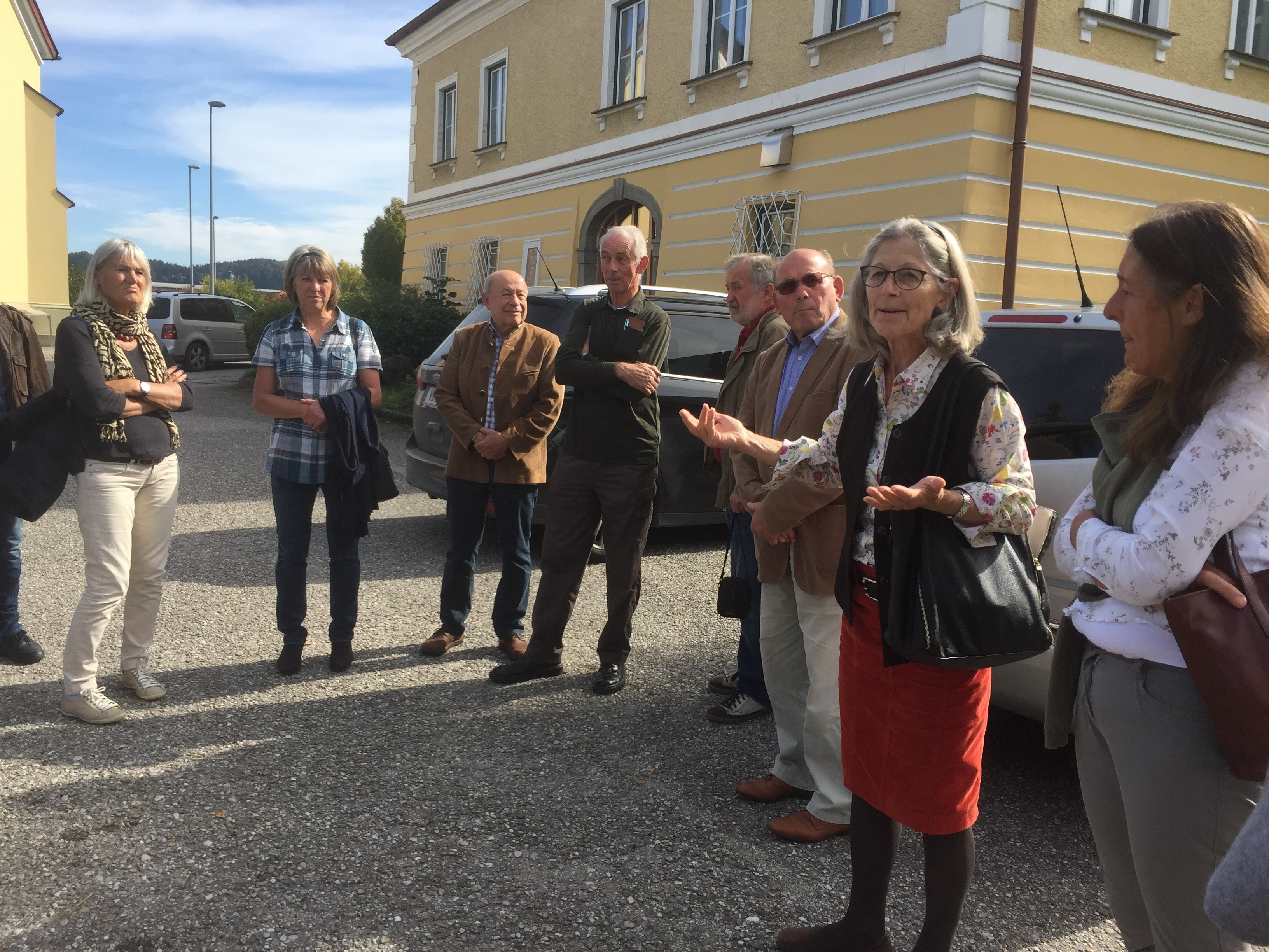 Waltraut Huber begrüßt ihre Gäste und zeigt große Talente als Fremdenführerin.