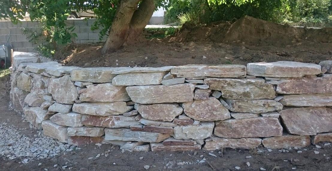 https://0501.nccdn.net/4_2/000/000/056/7dc/Wurfsteinmauer-unf--rmig--12--1108x570.jpg