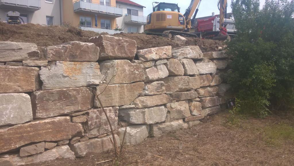 https://0501.nccdn.net/4_2/000/000/056/7dc/Wurfsteinmauer-unf--rmig-1024x577.jpg