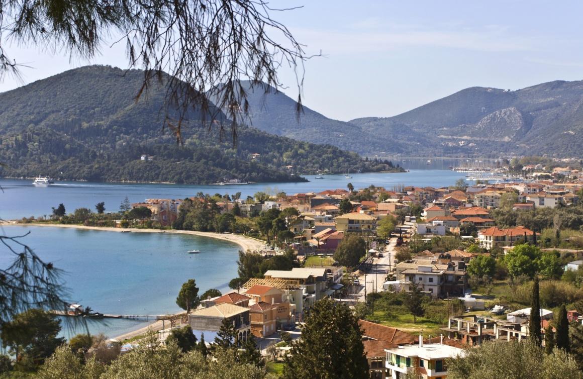 https://0501.nccdn.net/4_2/000/000/056/7dc/nydri-leykada-nydri-bay-at-lefkada-island-greece-122--1160x754.jpg
