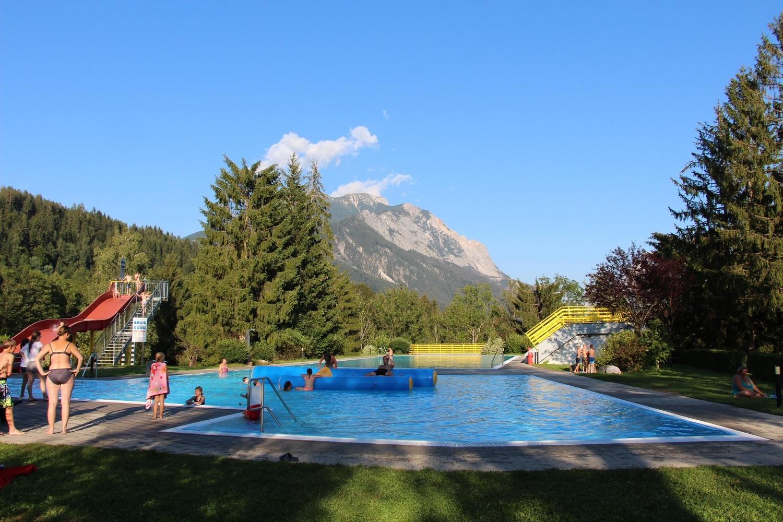 das Schwimmbad - 200 m entfernt