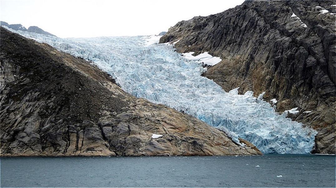 Lange zerklüftete Gletscherzunge