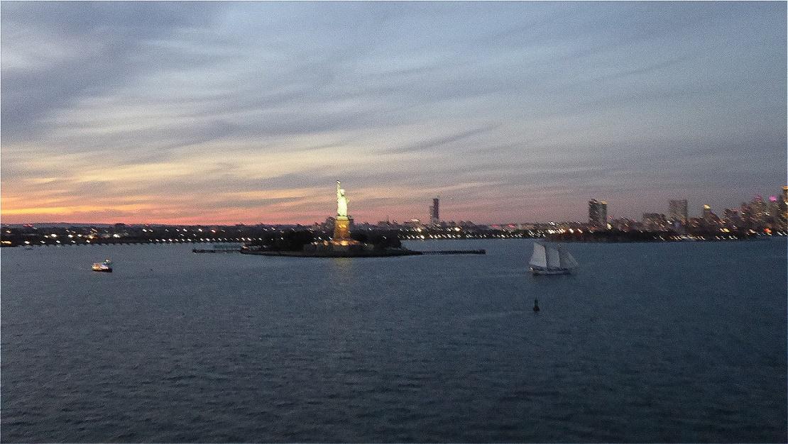 Liberty Island ist eine kleine unbewohnte Insel in der Upper New York Bay im New Yorker Hafen