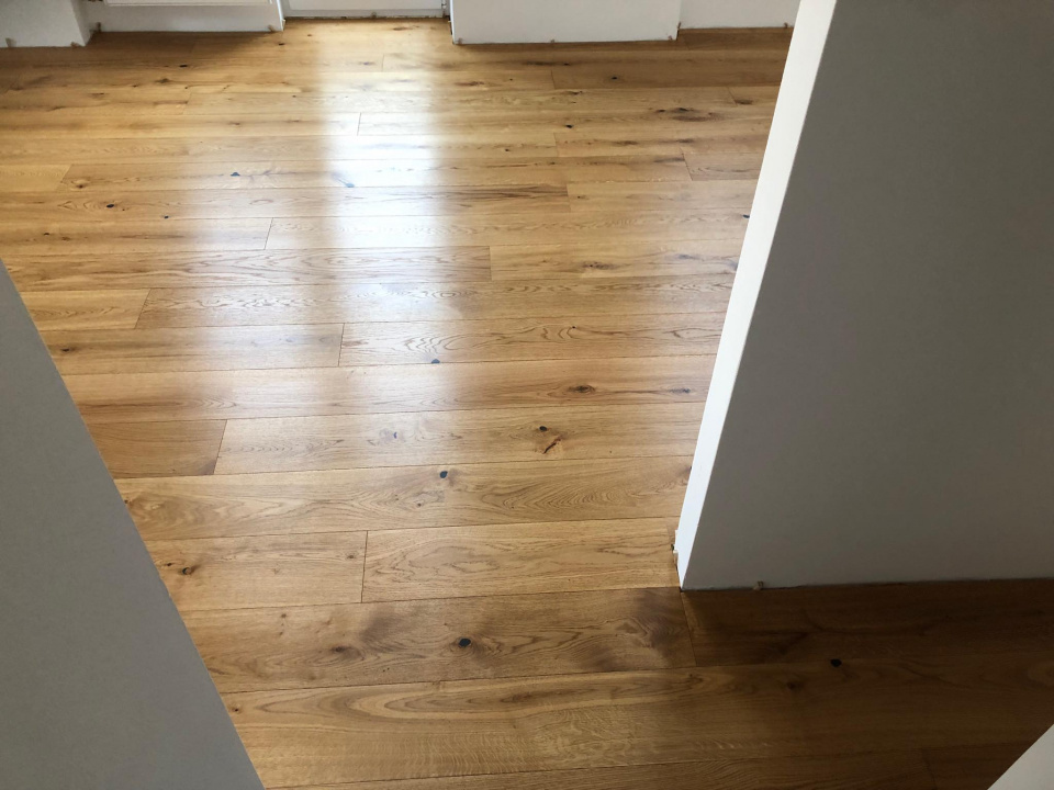 "<p class=""customtext2"">TWO-LAYER FINISHED   PARQUET  </p><p class=""plainlarge"">The two-layer finished parquet 3071 (oiled planks) gives your home an air. </p> <p class=""plainlarge"">Dimensions: 1100x190x13mm</p><p class=""customtext2"">Sale price 30,50€/m2 + ddv</p><p class=""plainlarge"">Quantity:150m2</p>"