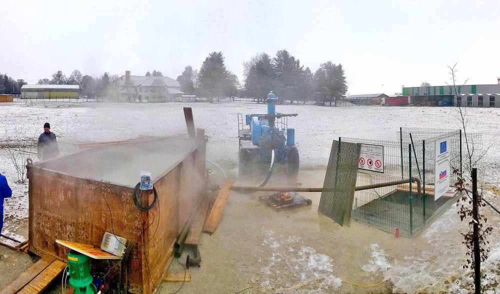 Črpalni in nalivalni poskusi na globoki geotermalni vrtini