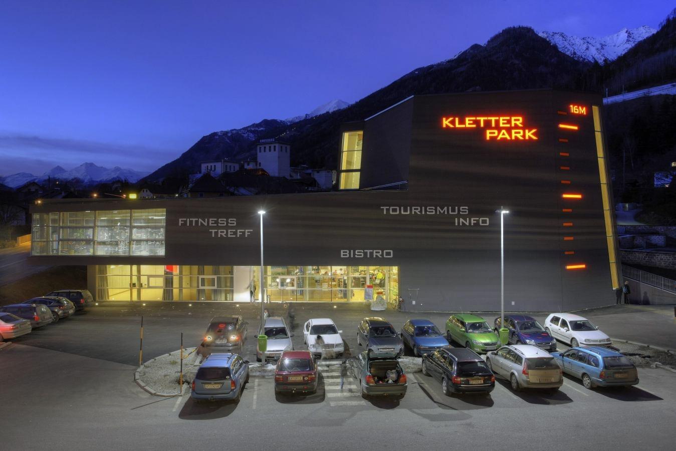 https://0501.nccdn.net/4_2/000/000/05a/a3f/kletterhalle-m--hldorf-4-1349x899.jpg
