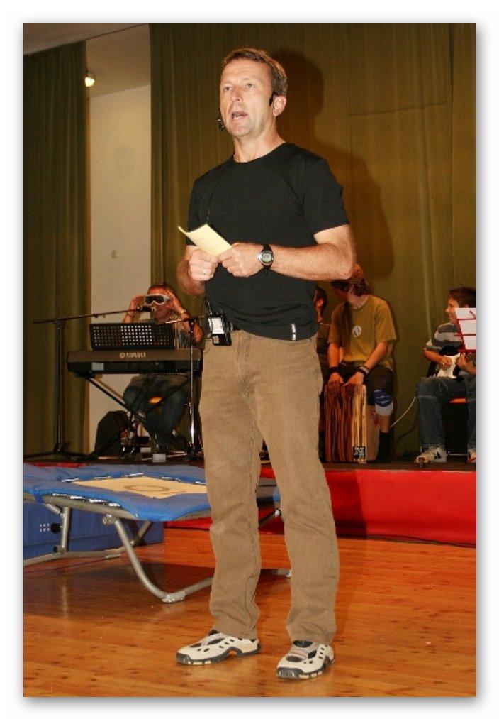Helmut Berrer führt durch das Programm