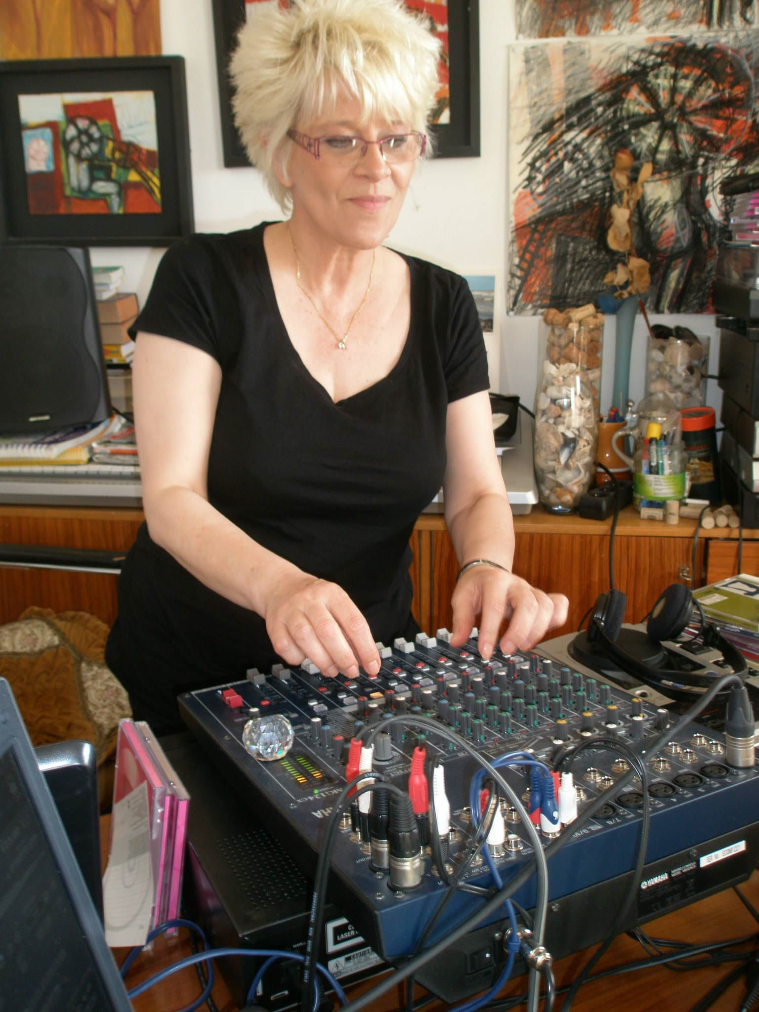 Catherine Ferry  captured LIVE IN THE MIX for Popmundial Radio