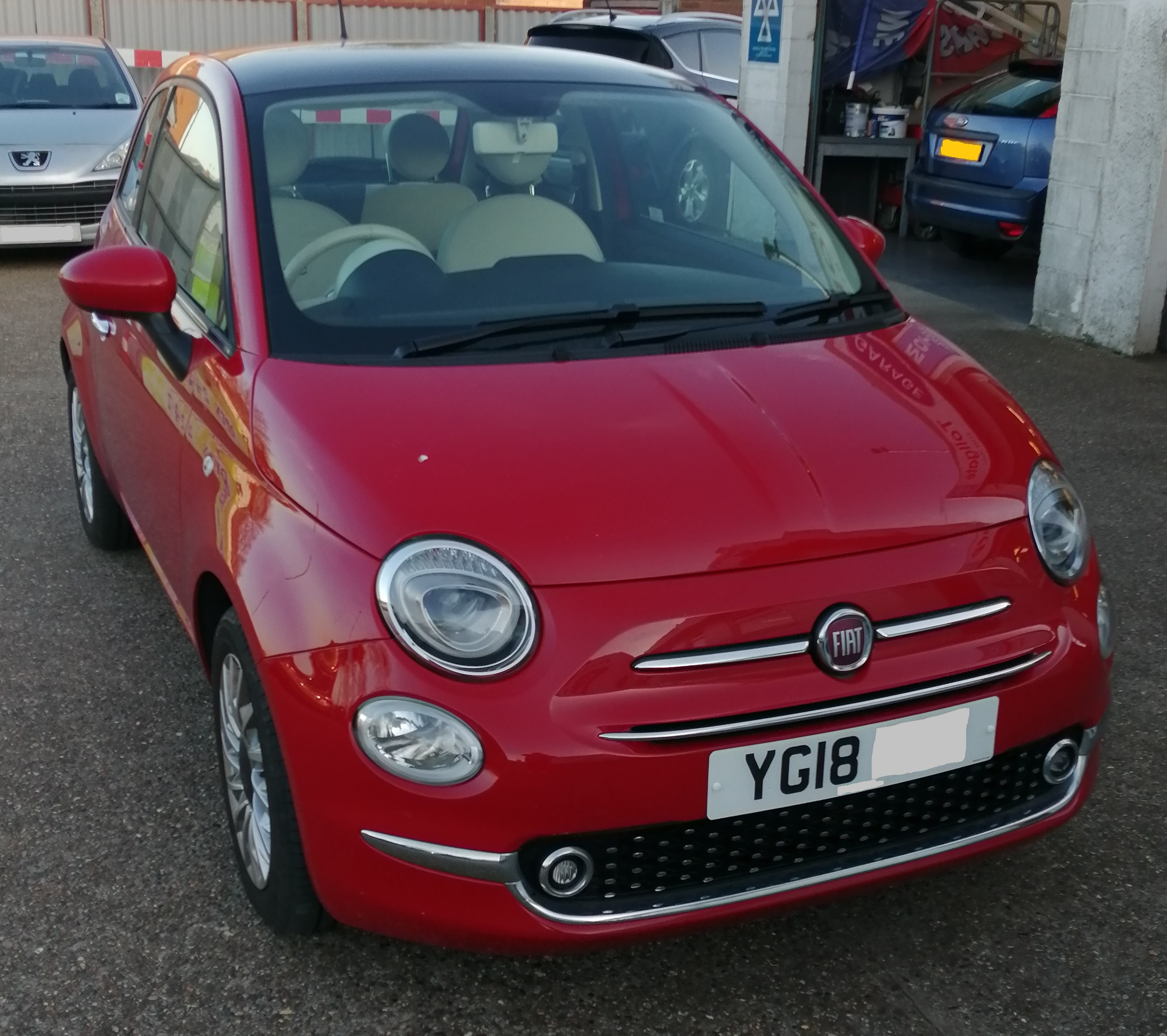 Fiat 500 Lounge 1242cc - Petrol 2018 / 18 *** ONLY 5000 miles *** Full Service History Spare Key *** ONLY £20 per year Road Tax *** £8995  Sat Nav / Glass Roof / Alloy Wheels /  City Mode / Cruise Control /  Touchscreen Media System / Bluetooth / Steering Wheel Controls / TPMS / Stop-Start