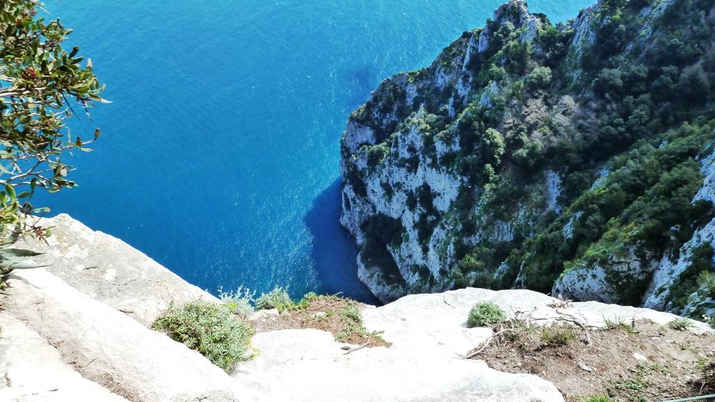 """""""Salto Tiberio"""" - 300 Meter freier Fall in die Tiefe - von dieser Felskante soll Kaiser Tiberius seine """"Feinde"""" gezwungen haben in den Tod zu springen"""
