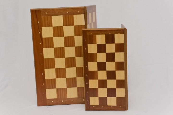 ΚΩΔ. 00148Ξ Σκακιέρα σπαστή ξύλινη 50x50cm ΚΩΔ. 00136Ξ Σκακιέρα σπαστή ξύλινη 40x40cm