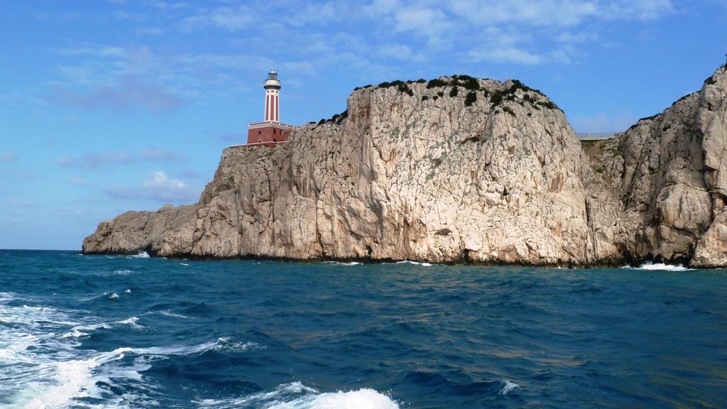 Leuchtturm an der Südwestspitze Anacapris - Capri ist eine Felseninsel im Golf von Neapel. Sie ist 10,4 km² groß und bekannt für die Höhlen am Meer