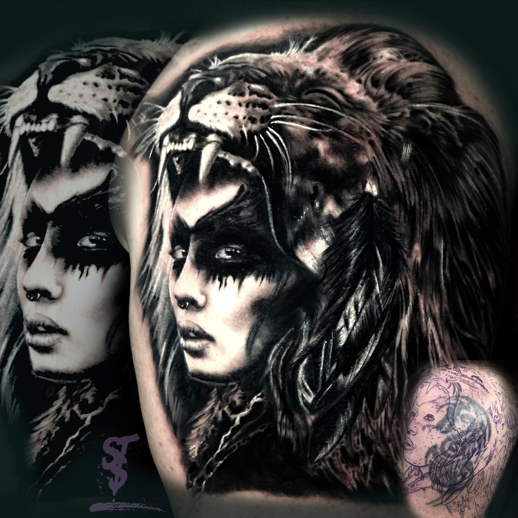 frau woman warrior indianer löwe tattoo black white