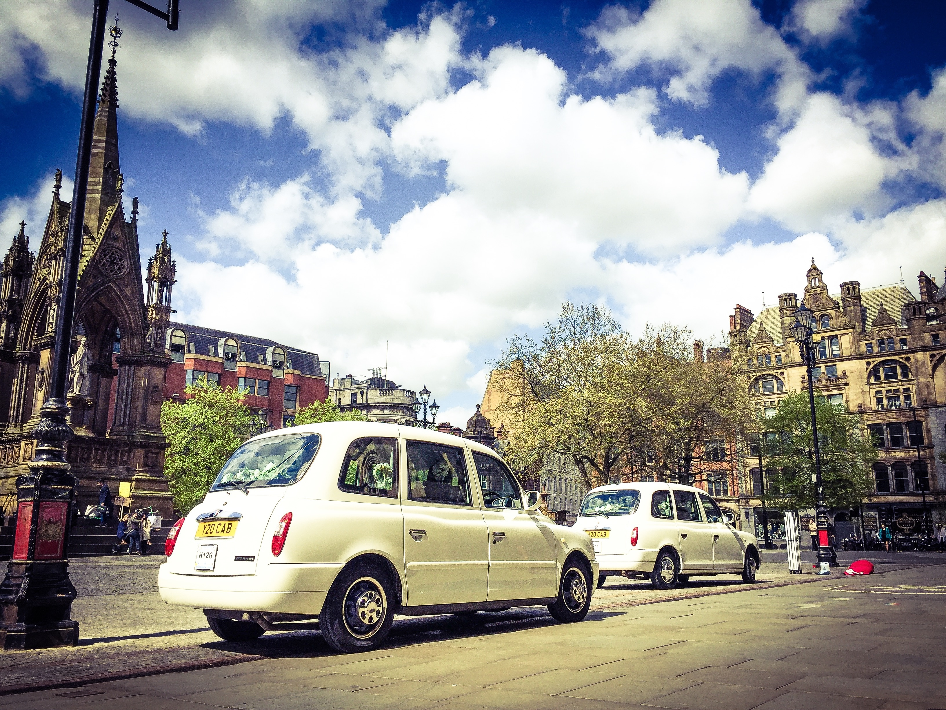 wedding taxis manchester town hall, albert square