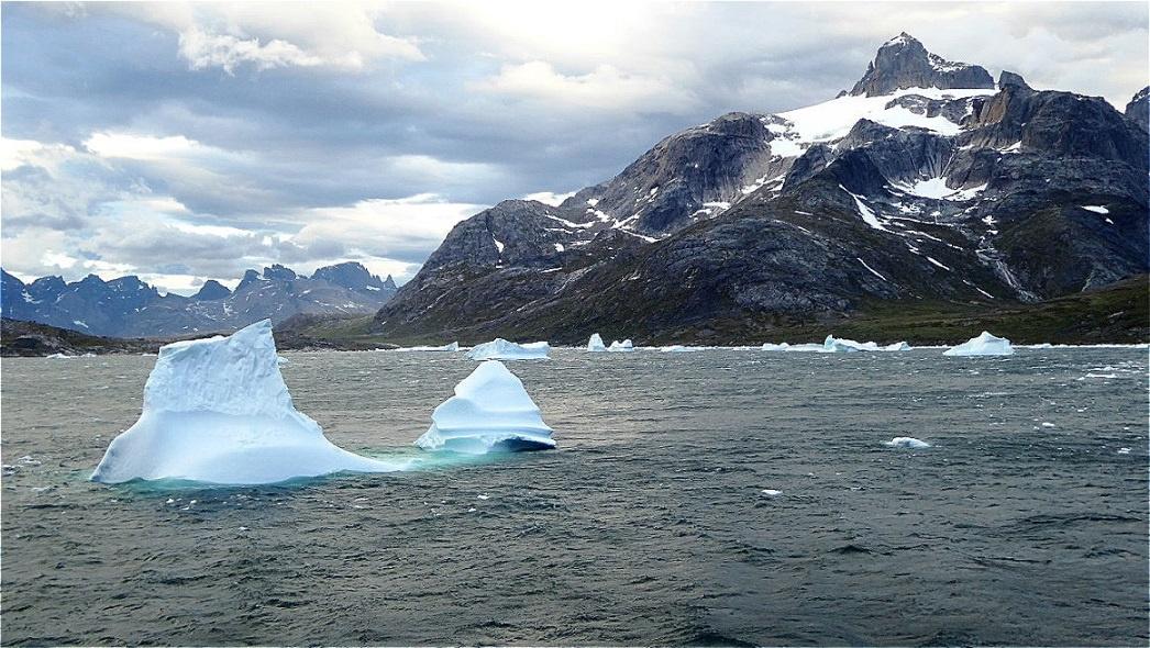 Immer wieder müssen kleinere und größere Eisbergen umsteuert werden