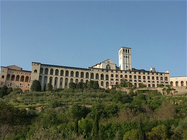 Basilica San Francesco - Gesamtansicht vom Talgrund