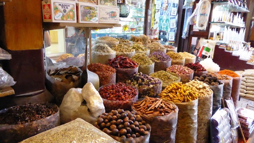 Riesengroße Auswahl an duftenden orientalischen Gewürzen