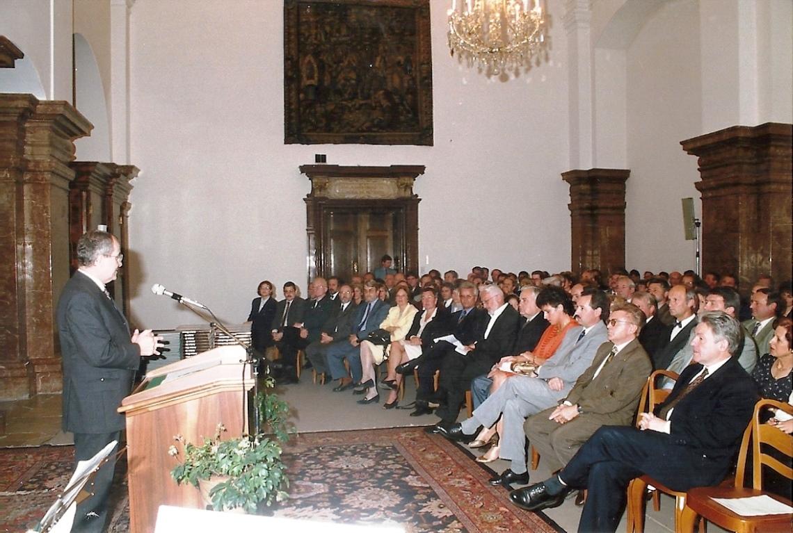 """28. Juni 1996 - Linz - Ernennung zum Schulleiter im """"Steinernen Saal"""" des Landhauses durch den amtsführenden Präsidenten des Landesschulrates Hofrat Dr. Johannes Riedl"""