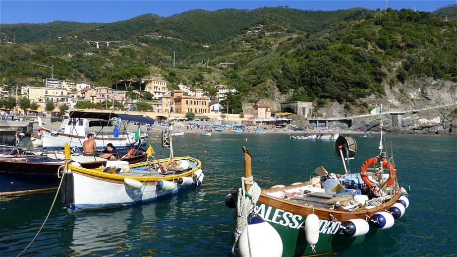 """Monterosso ist das nördlichste der fünf Dörfer der """"Cinque Terre"""", die alle an einem rund 12 km langen Küstenstreifen liegen"""