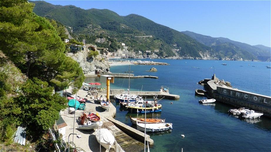 Der Fischerhafen von Monterosso Monterosso al Mare ist ein italienisches Fischerdorf an der ligurischen Küste
