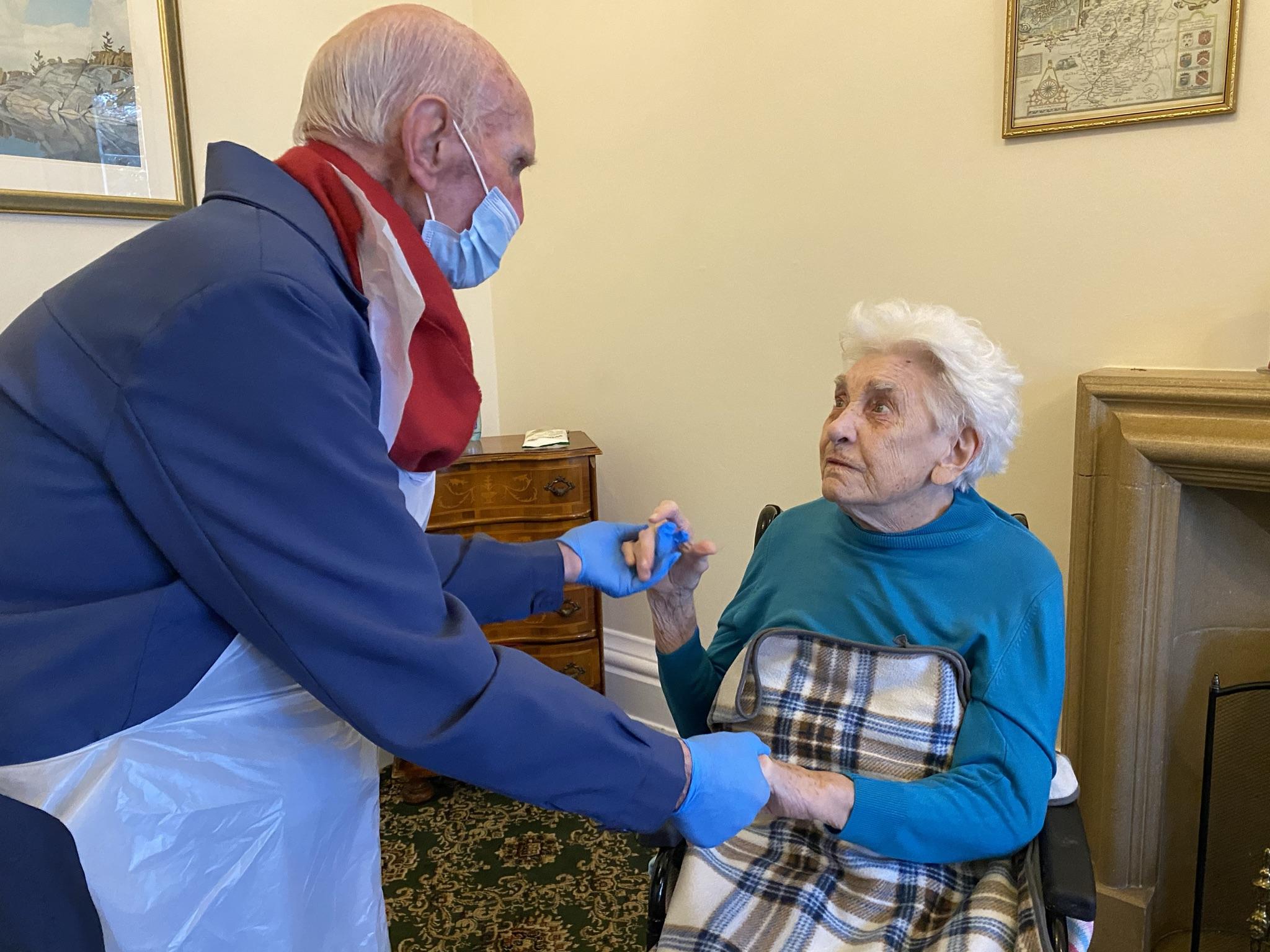 A Husband-Wife Visit Following an LFD COVID-19 Test - 17.12.20
