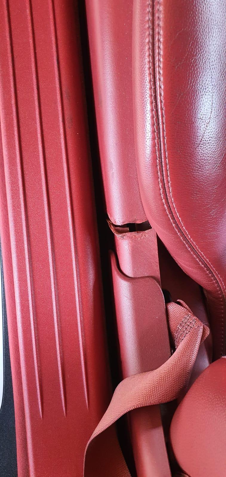 Gebrochene Sitzverkleidung