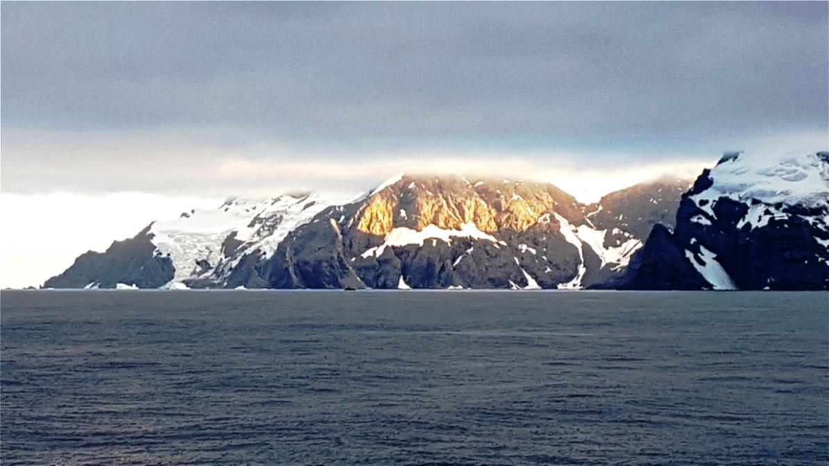 Schroffe Felsenküste