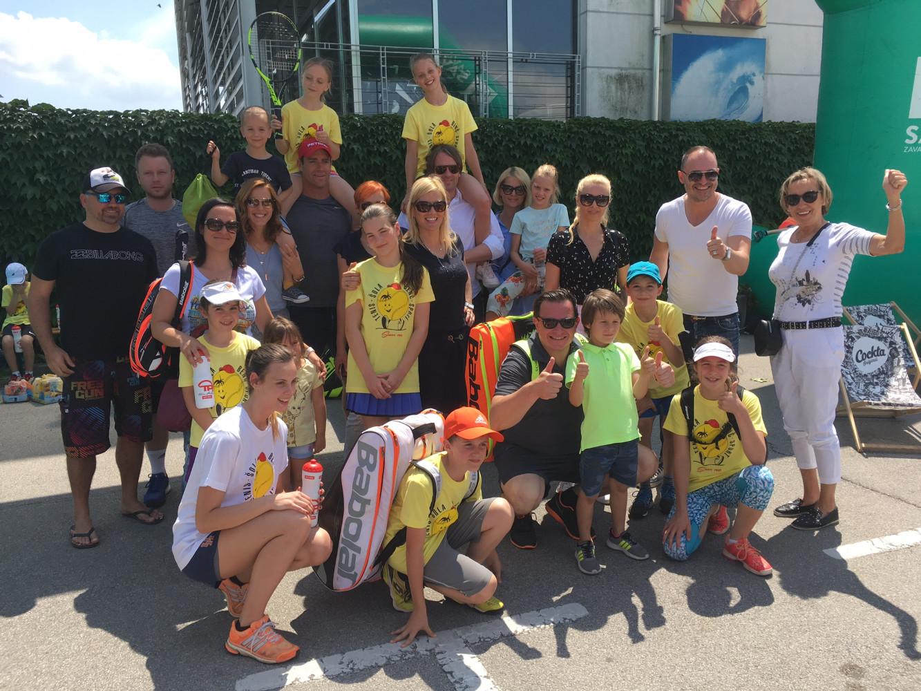 Igralci tenis kluba Benč Sport z povezavi s Teniško Zvezo Slovenije na dobrodelnem turnirju Gibaj Mladina