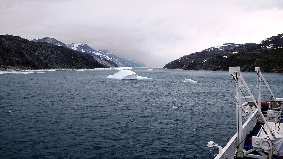 Einfahrt in den Prins Christian Sund - er verbindet die Irmingersee im Osten mit der Labradorsee im Westen. Die Meeresstraße ist etwa 100 Kilometer lang !