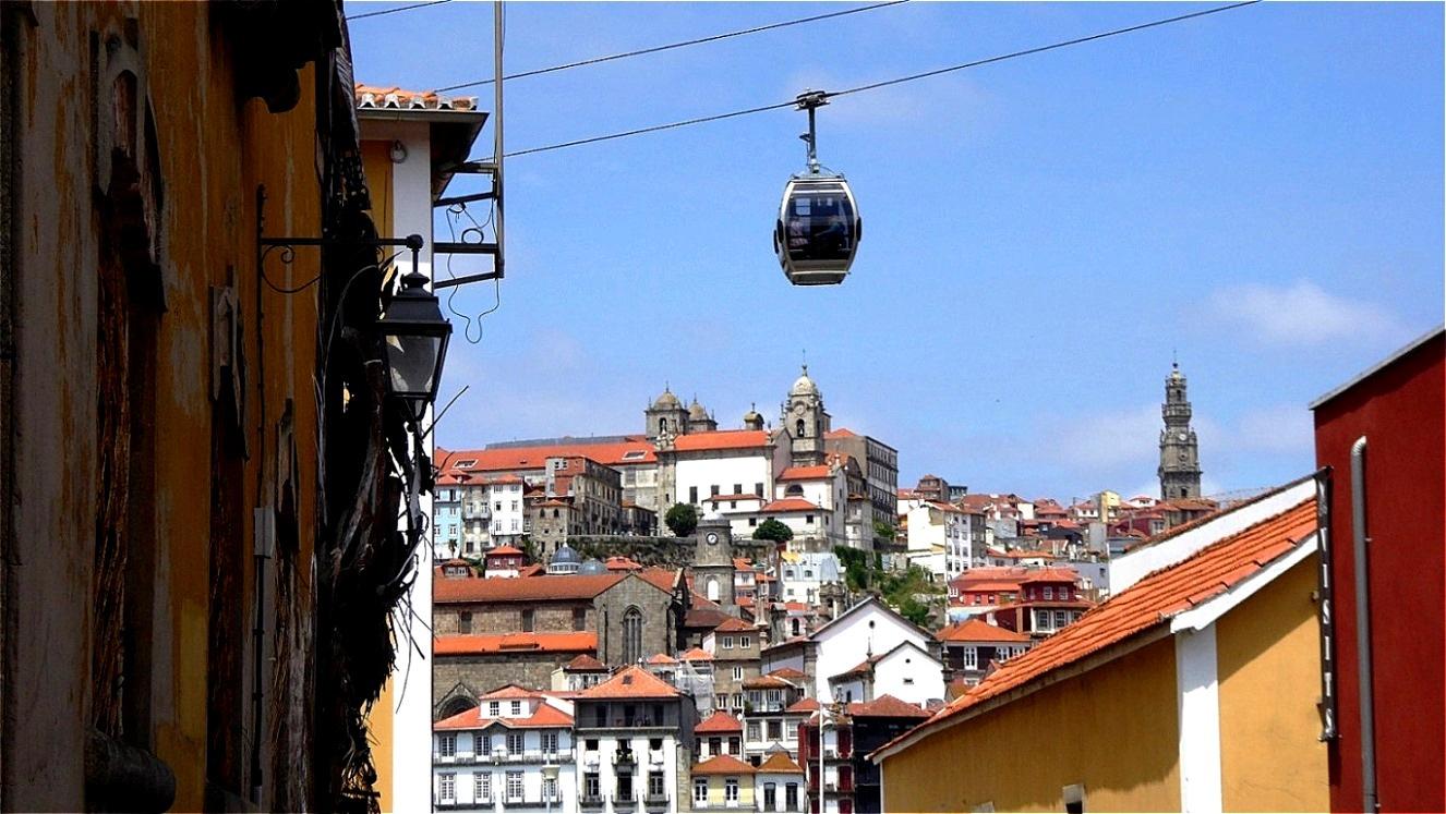 Mit der Teleférico hinauf zu Jardim do Morro