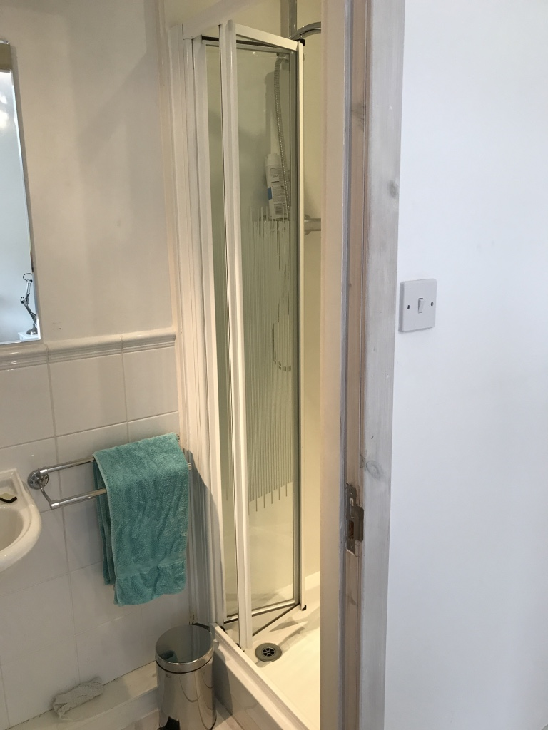 Shower in ensuite twin 1