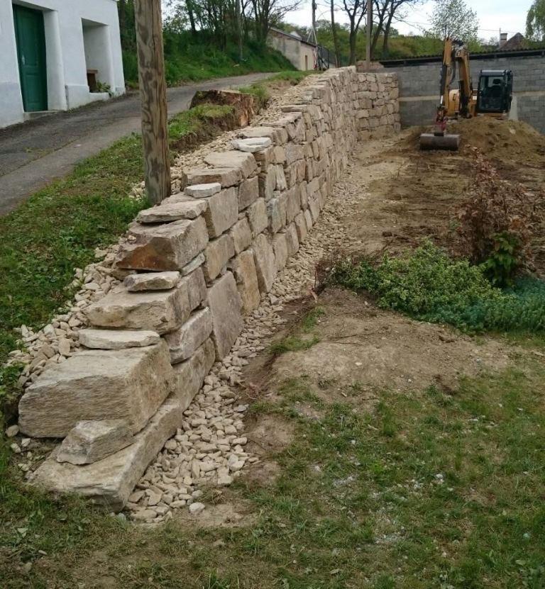 https://0501.nccdn.net/4_2/000/000/06b/a1b/Wurfsteinmauer--17--768x831.jpg