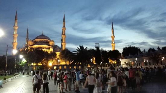 https://0501.nccdn.net/4_2/000/000/06b/a1b/blue-mosque-istanbul-550x309.jpg