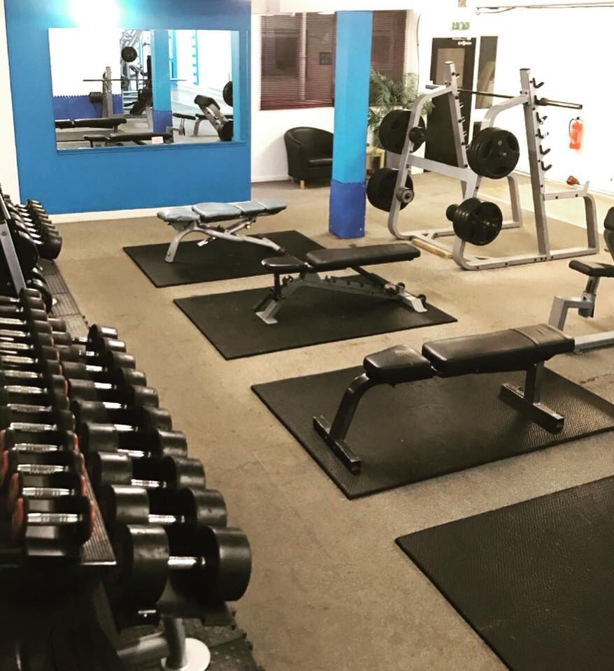Fully equipped heavy weights room