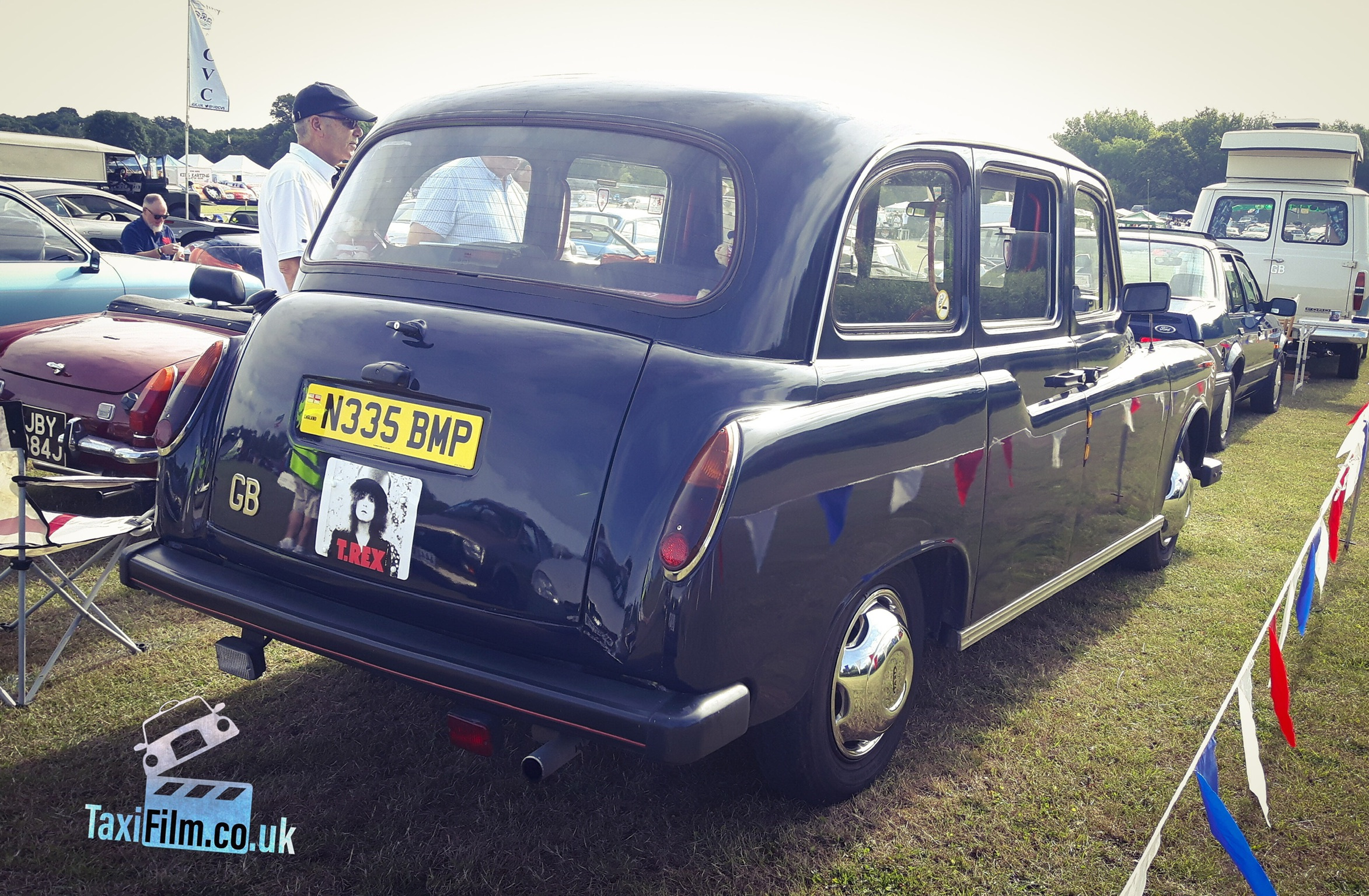 Royal Blue Fairway Taxi 1995, Middlesex ref F0106