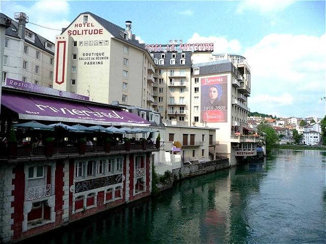 Lourdes - Stadt im Département Hautes-Pyrénées im Südwesten Frankreichs, in der Nähe der spanischen Grenze