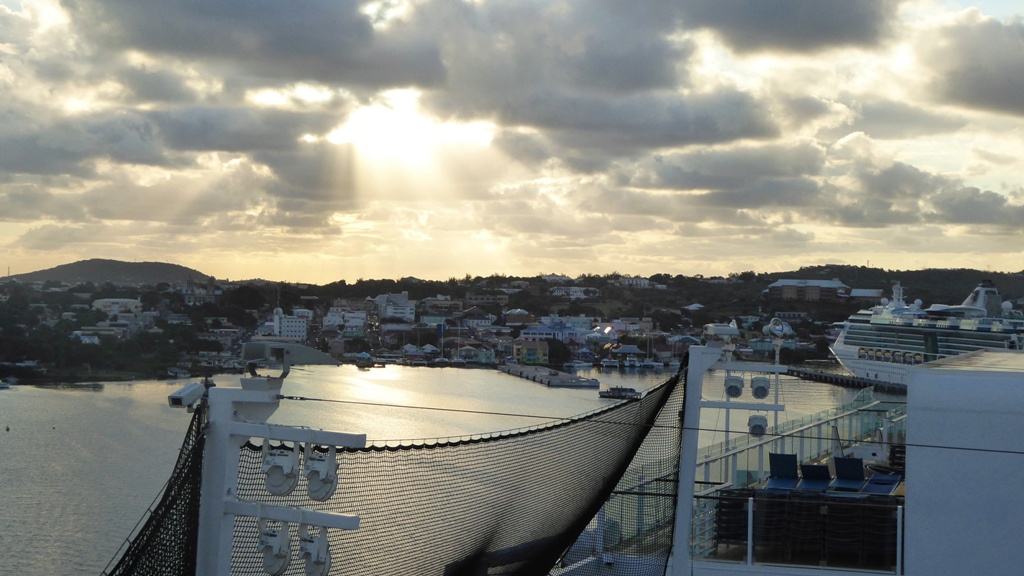 Der Hafen von St. John's in der Morgensonne