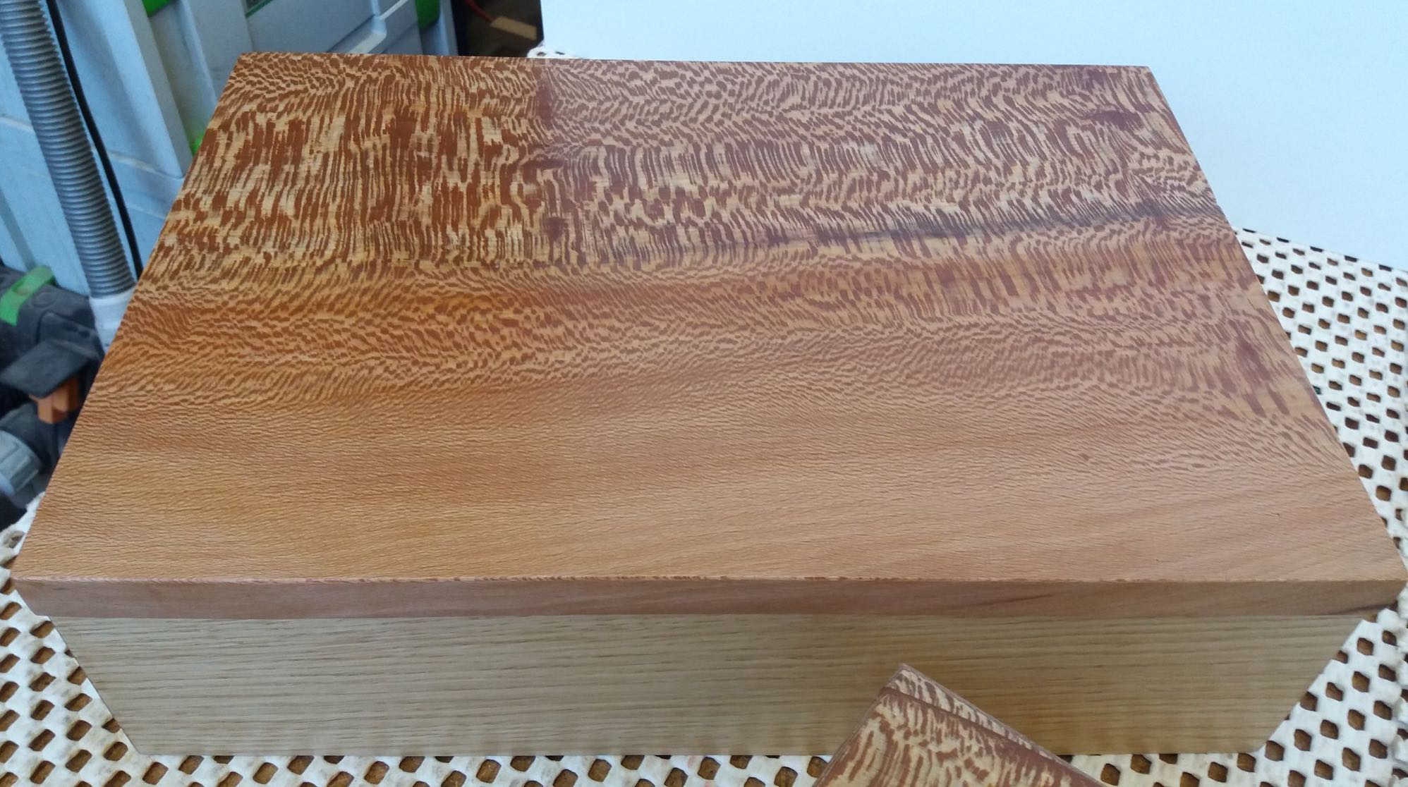 Jewellery box in Oak with quarter sawn London Plane lid