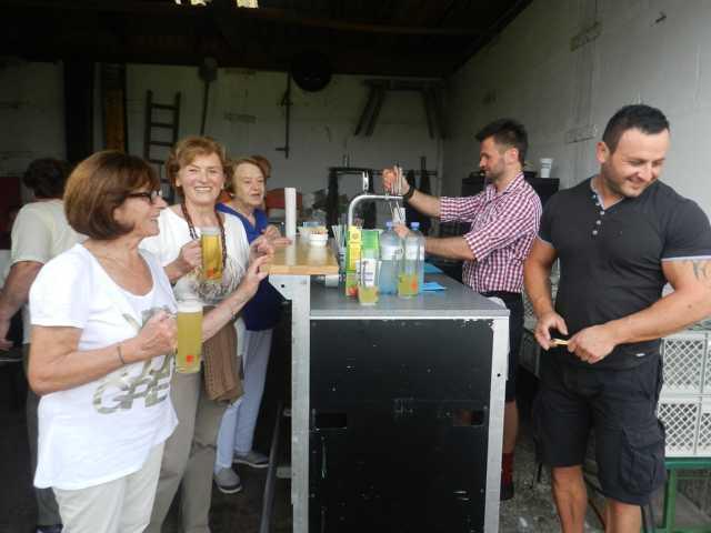 Das Bier wurde vom Bürgermeister gespendet.