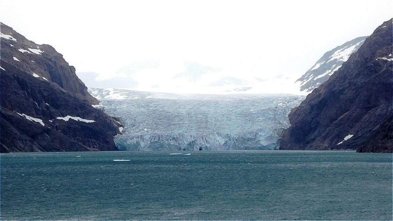 Mächtiger Gletscherabbruch direkt ins Meer