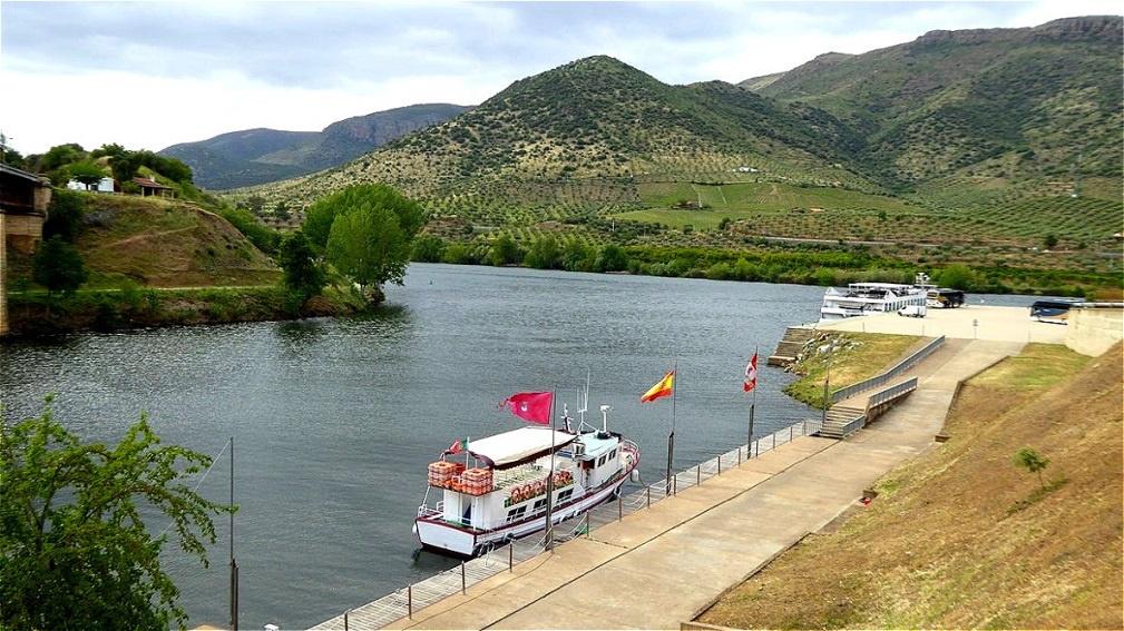 Ab hier ist der Douro Grenzfluß zwischen Portugal und Spanien