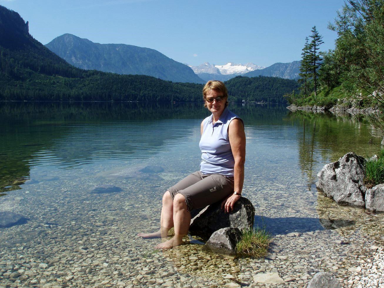 Kühlendes Fußbad im Altausseersee
