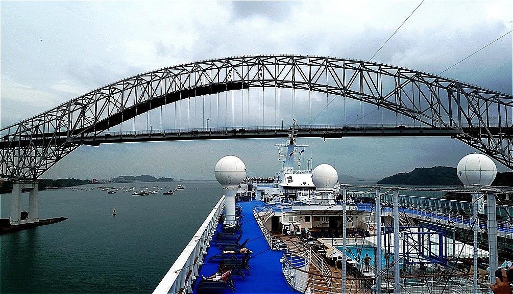 Puente de las Americas. Die Brücke der Amerikas - Brücke an der Öffnung zum Pazifik.eine 1.669,20 Meter lange Bogenbrücke, die über den Kanal führt.