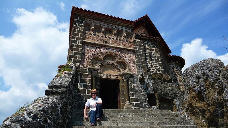 Vor dem Portal von Saint Michel