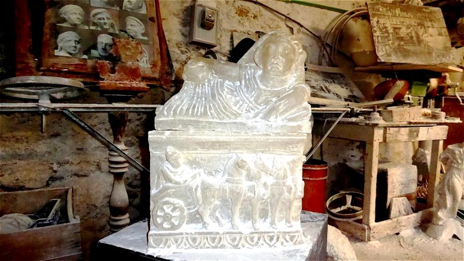 Etruskischer Grabstein aus Alabaster