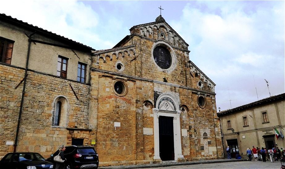 Außenfassade des Domes Der Dom Santa Maria Assunta aus dem frühen 12. Jahrhundert