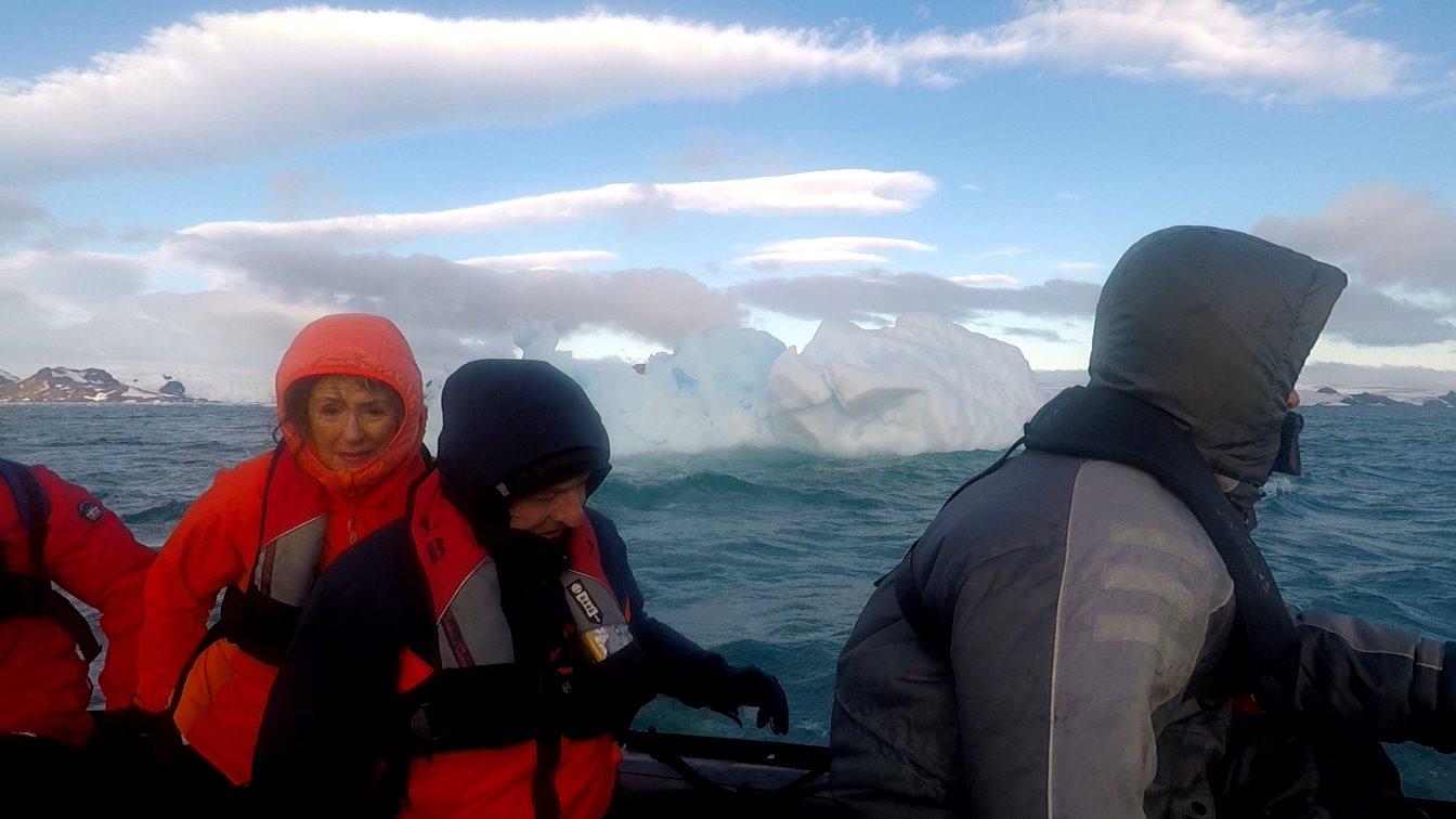 Von Eis umgeben